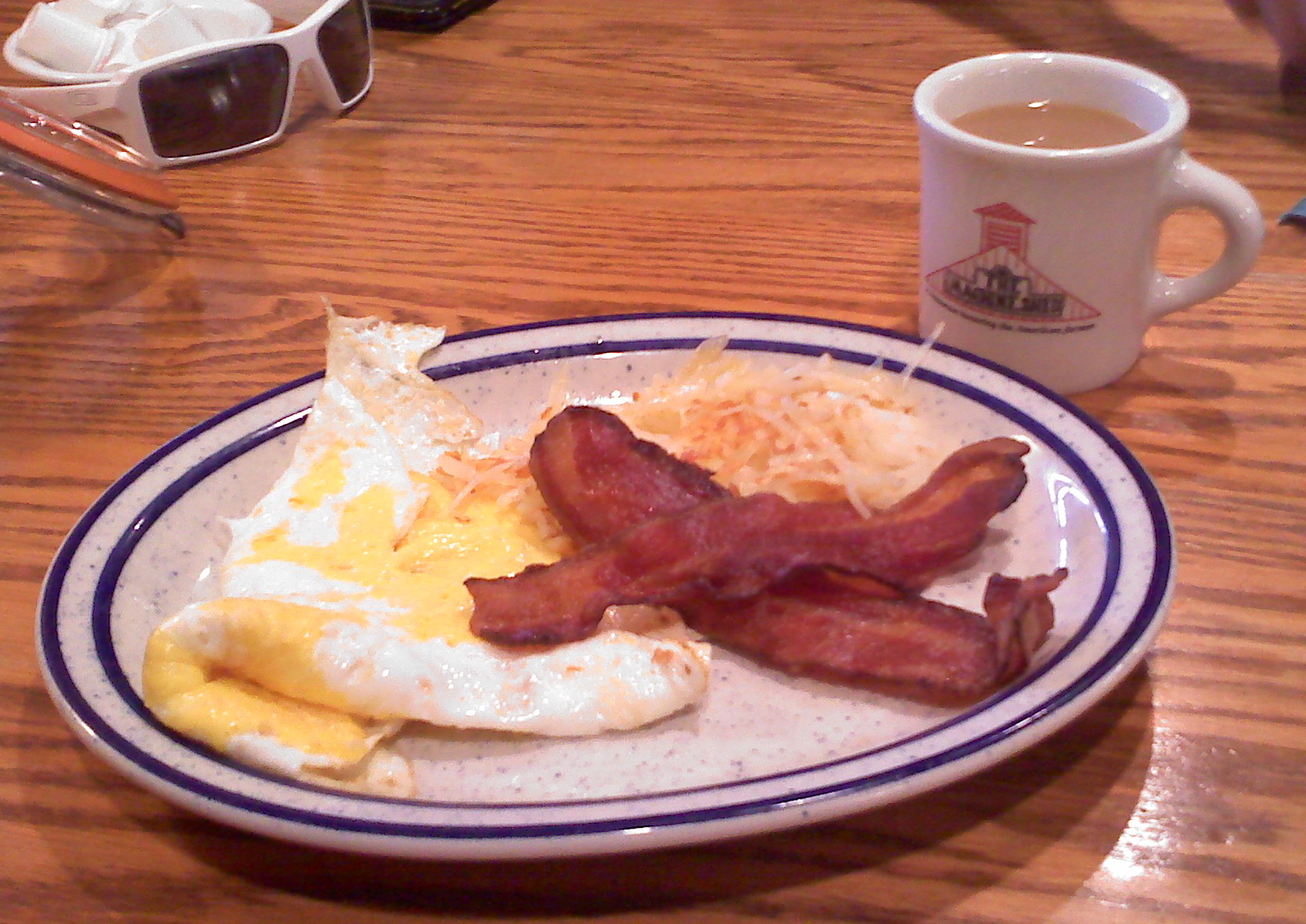 The Machine Shed, Rockford, IL :: 3 eggs over hard, 3 THICK bacon slices, potatoes, and a mid-western coffee - a good breakfast at 10:00 AM in the morning.