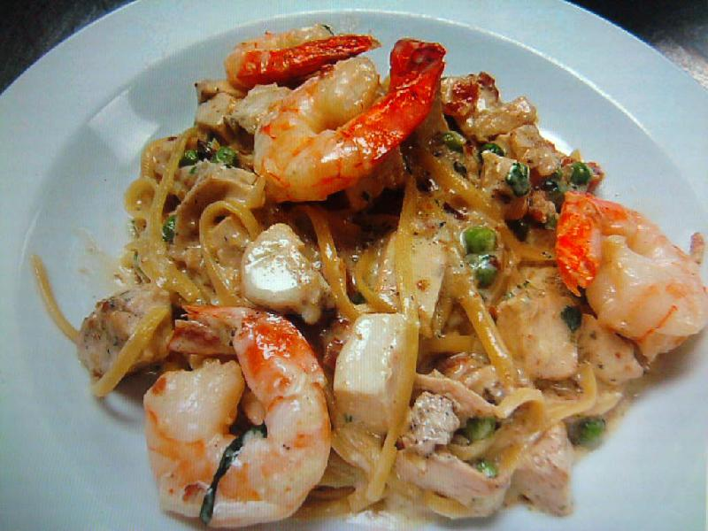 eastern ct :: shrimp and chicken in a fontina cream sauce over linguini