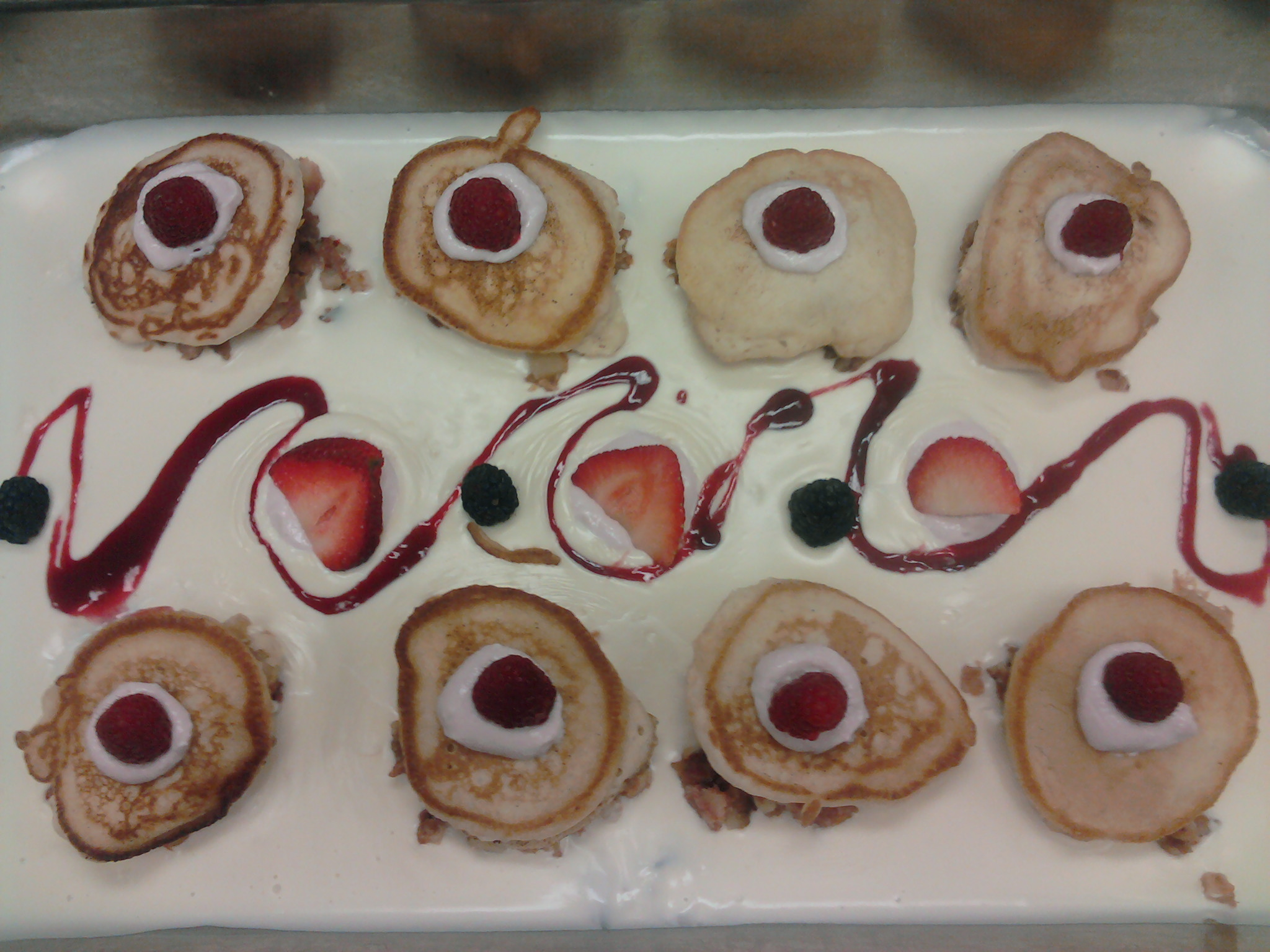 eastern ct :: mimi berry pancakes with a vanilla sauce