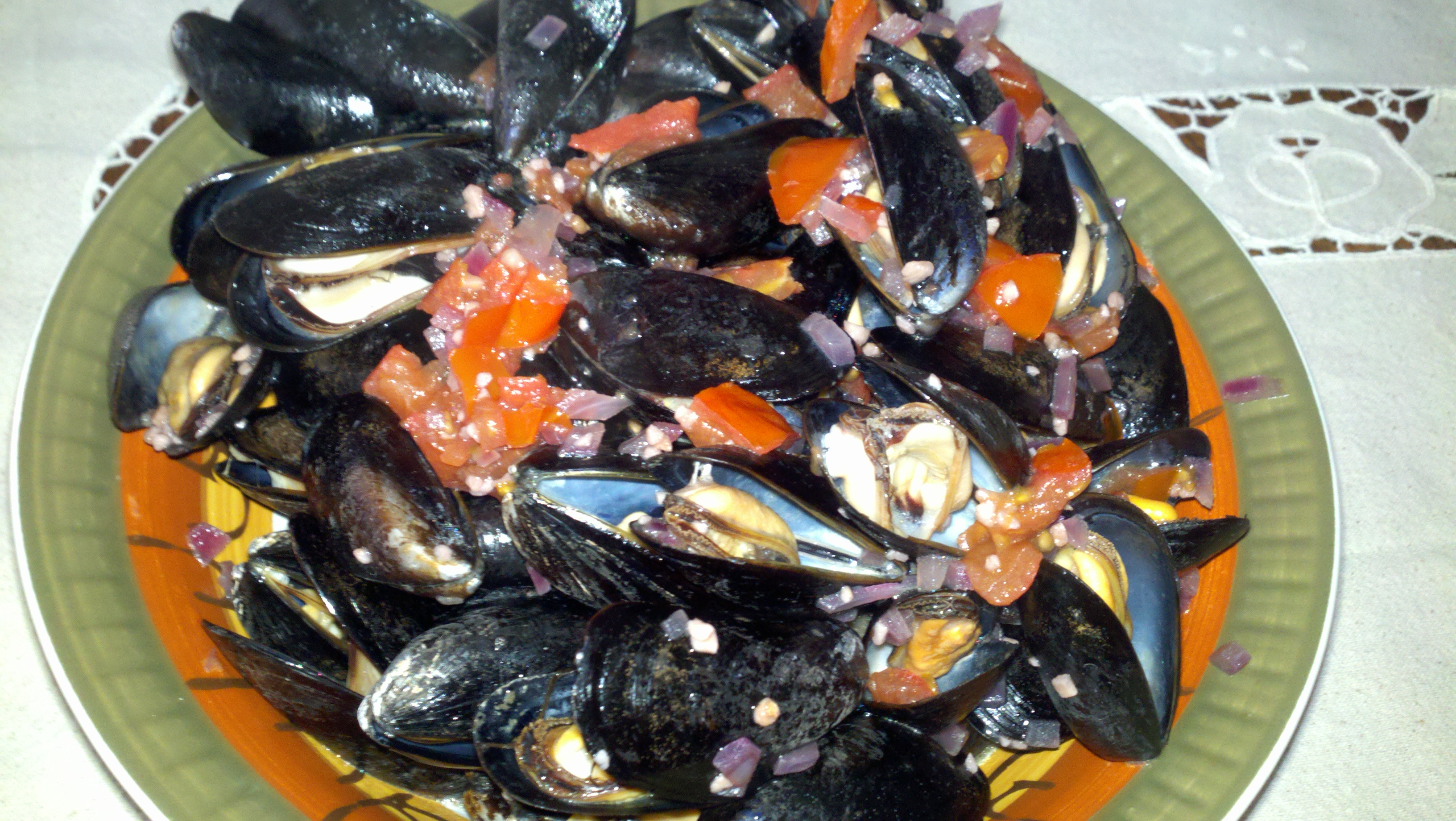 medford, ma :: mussels steamed in red wine with garlic, tomatoes, onions and olive oil. five minutes to cook, less than five bucks for ingredients. yum.