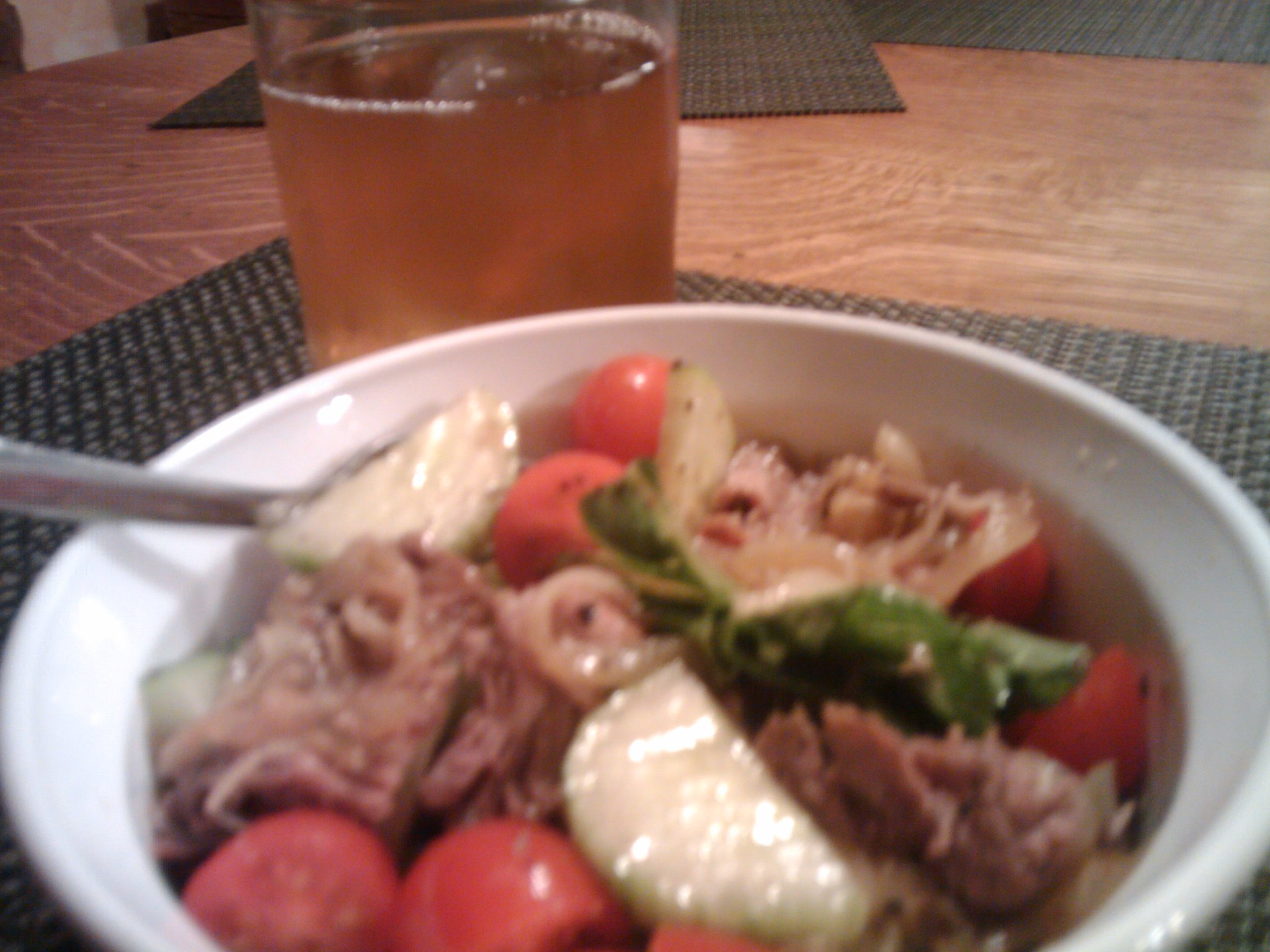 1St Ward  :: Salada= Romaine, Cherry Tomatoes, Cucumbers, and thin sliced Steak w/ Carmelized Onions...Beverage= Green Tea...yummy in my tummy... up your nose w/ a rubber hose kalboogirl