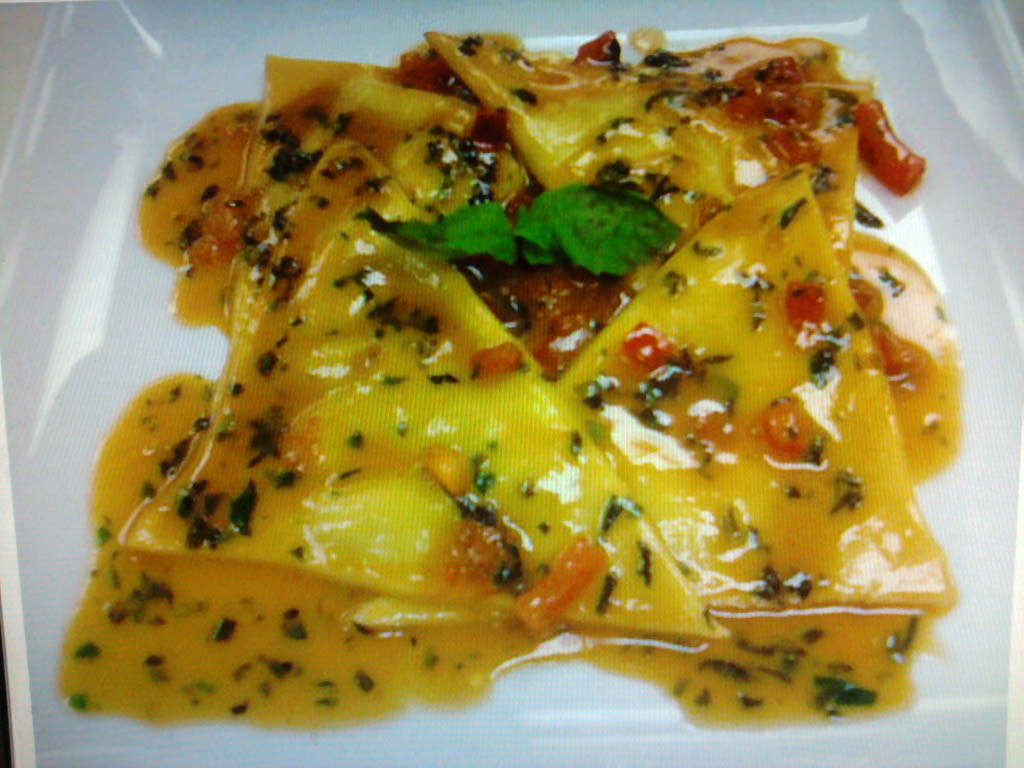 eastern ct :: pea and ricotta ravioli with a parmesean broth