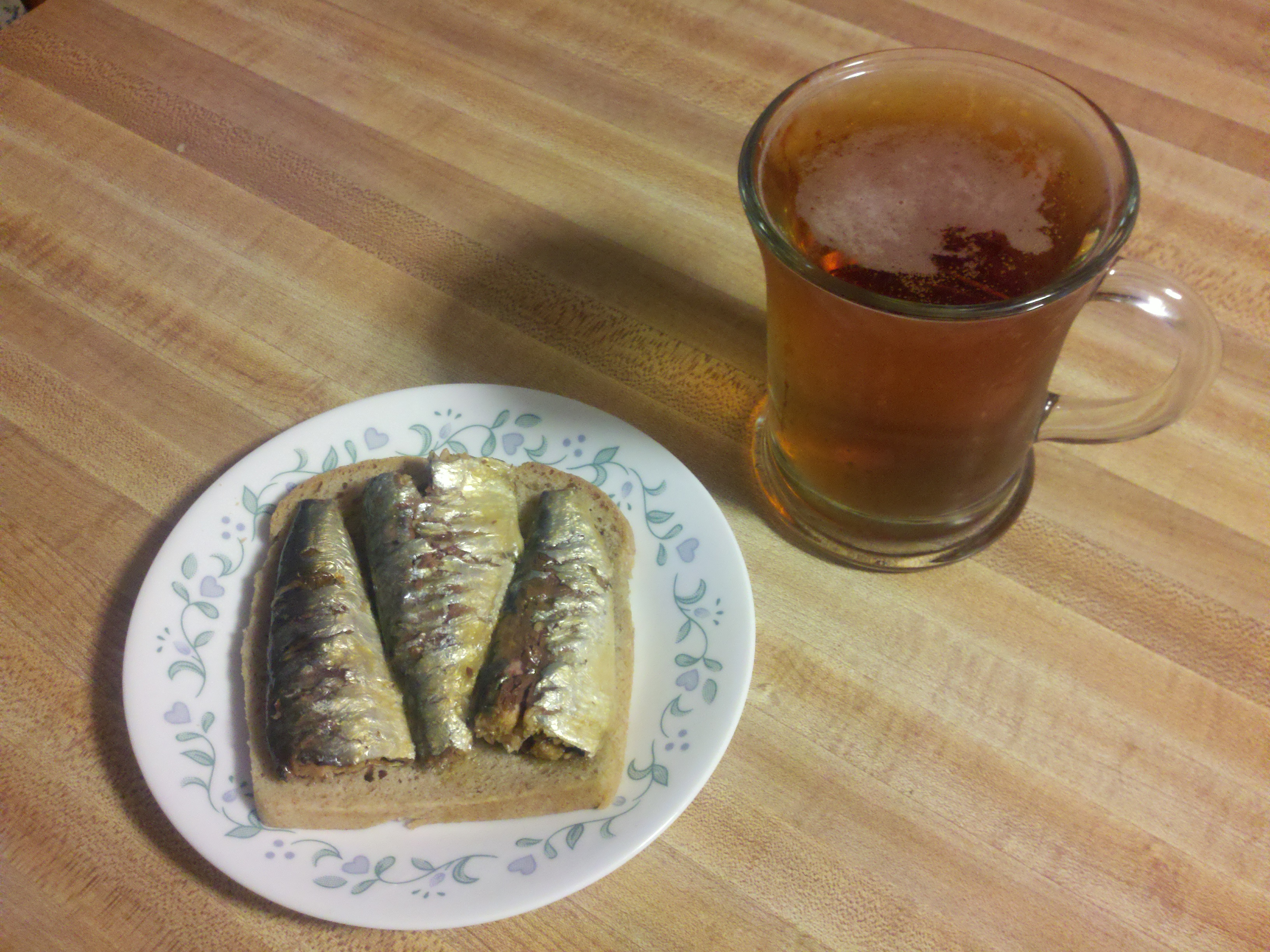 Milford. NH :: a quick snack of lightly smoked sardines in olive oil with a beer
