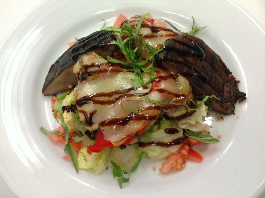 eastern ct :: herb grilled chix with roasted red pepper and smoked mozzerella over salad with grilled portobello mushroom