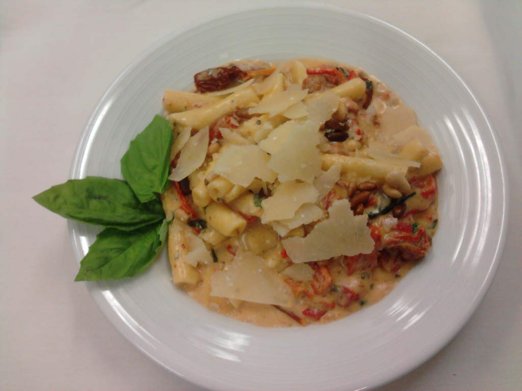 eastern ct :: strotsapretti pasta with roasted tomatos,roasted red peppers in a light pesto cream with shaved parmesean.