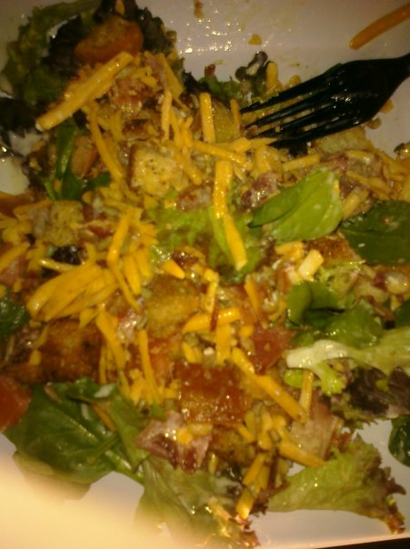 ALLENTOWN :: mixed greens,cheddar chz,tomatoes,crutons,Bacon