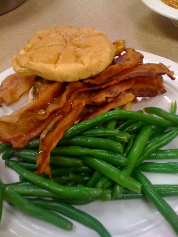 Marriott Cafe :: Marriott burger cooked MR topped with cheese and a little bacon...  I normally put more on... and green-beans!  I really like green-beans!