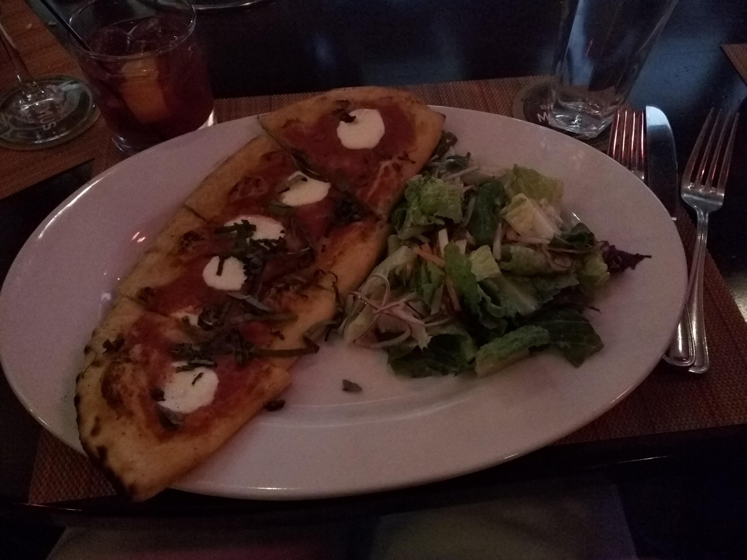 Max Amore, Glastonbury CT :: Classic Margarita Pizza