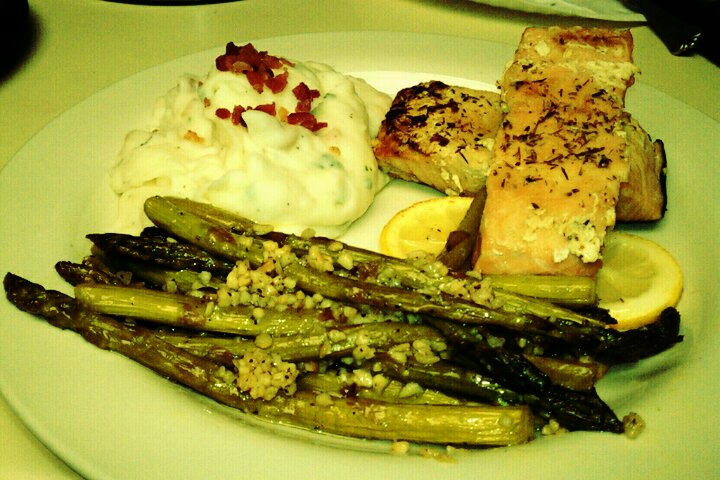 ALLENTOWN,PA :: baked salmon[thyme,lemon,kosher salt,a lil margarine,a lil virgin oil]...asparagus w oil, vinegar,minced garlic,pepper,kosher salt cooked on low heat...and mashed potatoes w chives,garlic,Bacon bits,salt,pepper,butter,cream cheese, parsley,and that's what we had for dinner tonight :]]