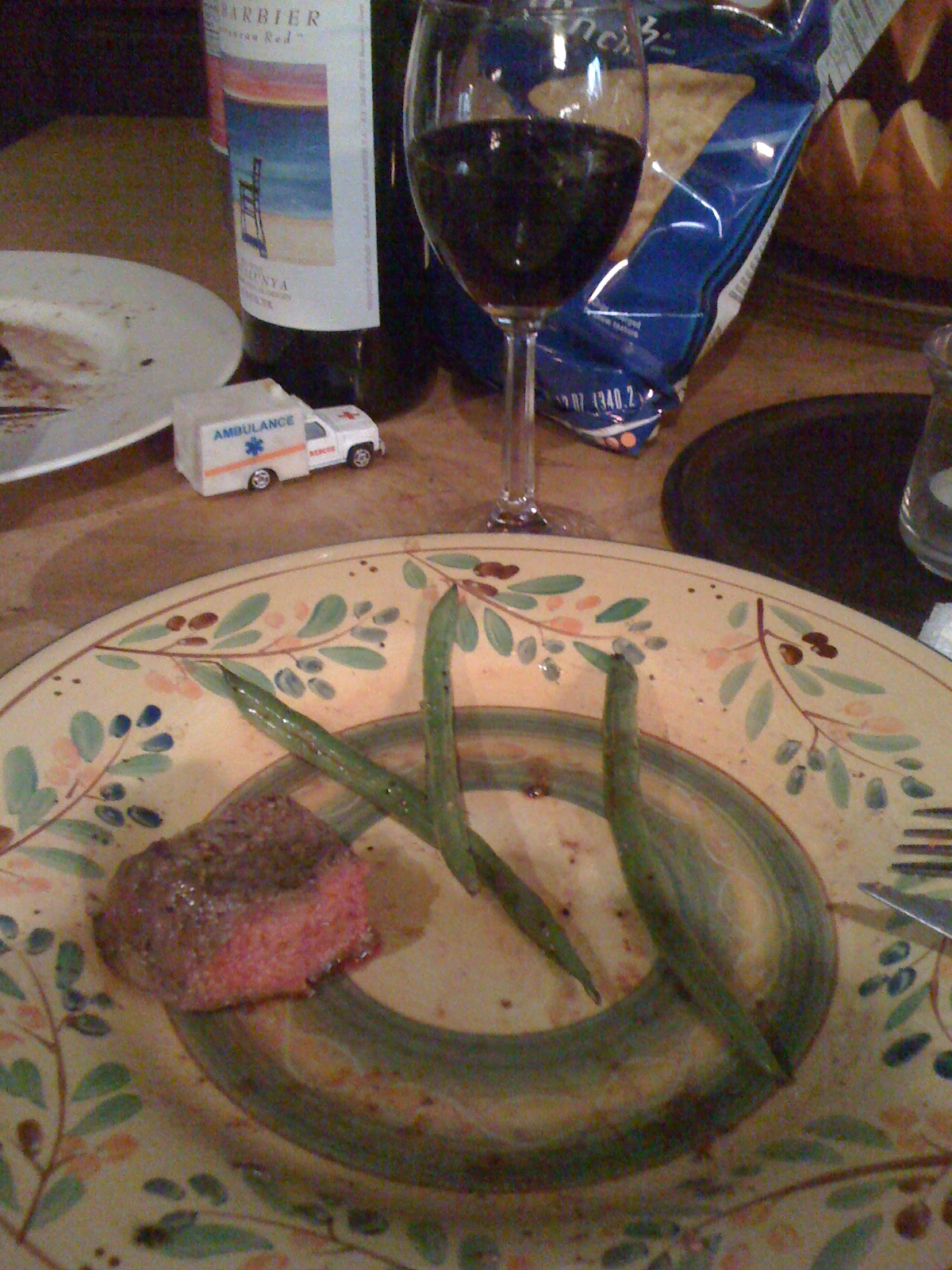home :: yeah, i ate this. there was more of it but i ate it. lightly seasoned steak with peppered green beans.