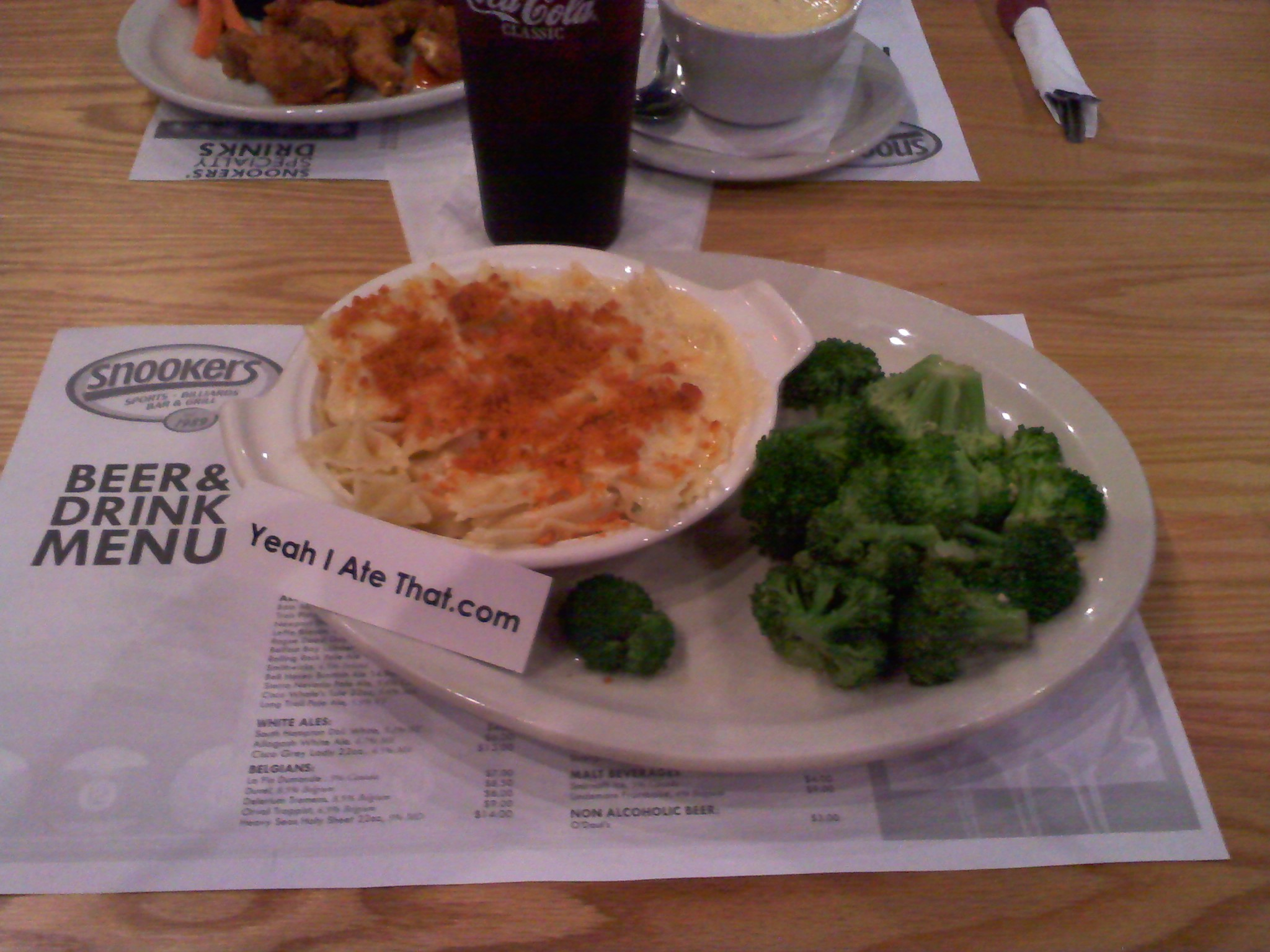 providence RI :: homemade mac n cheese with broccoli and garlic from Snookers! tasted pretty darned good!