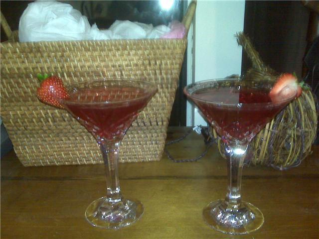 Nashua, NH :: Cranberry martinis