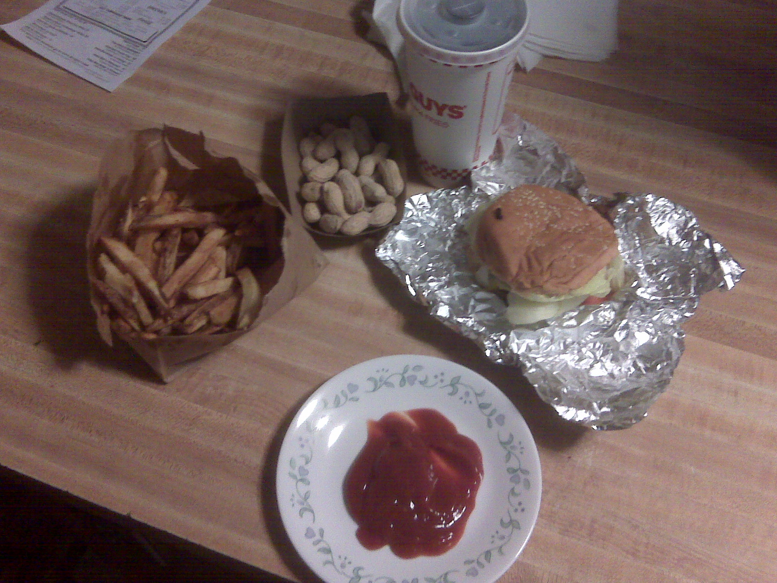 Five Guys and Fries Nashua NH :: My mom called me up on her way back from Boston and asked if i wanted a burger and fries from Five Guys and Fries(http://www.fiveguys.com/), in Nashua NH i said heck yes.