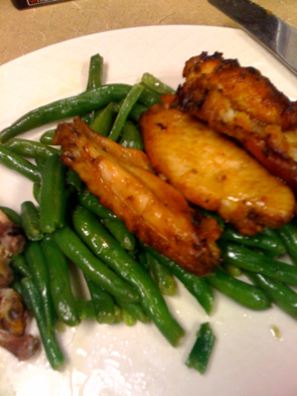 Cambridge Marriott Cafe Cambridge, MA :: really buttery over cooked green-beans with some chickn wing things!!! I like green beans!!