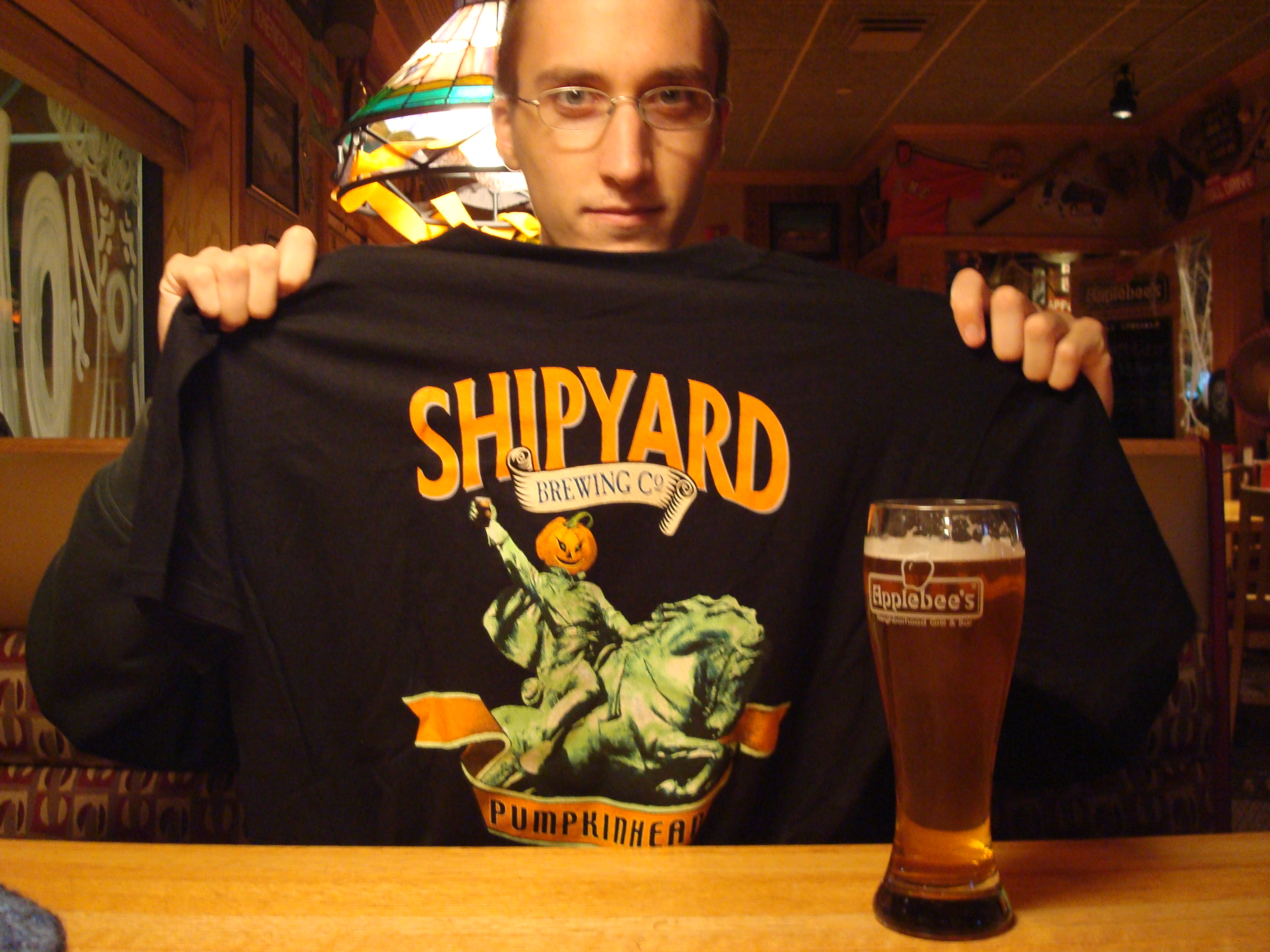 Applebee's Keene NH :: Samantha and I went to Applebees for dinner and the waiter guy told me if I ordered a pumpkinhead shipyard beer, i would get a free pumpkinhead shirt!! i could not pass this deal up.