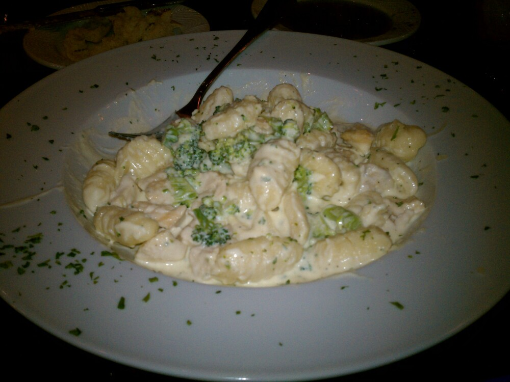 ALLENTOWN,PA :: GNOCCI CHICKEN AND BROCCOLI CREAMY ALFREDO....another awesome dinner night with my Iman.