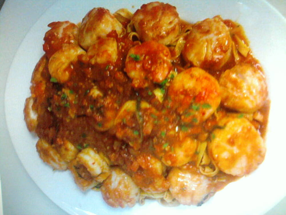 eastern ct :: a big ass platter of fettucini with shrimp and scallops in a fra diablo sauce.