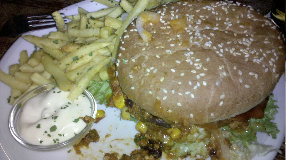 Cafe Nord, Essen, Germany :: Chiliburger