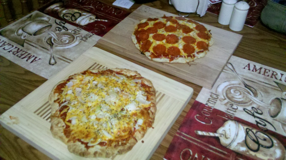 new britain ct :: birthday dinner for my hubby! homemade pizza :) Mom I love homemade pizza crust, sauce, onions, cheese and pepperoni!