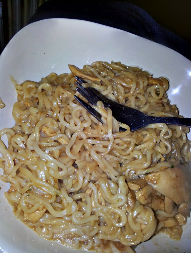 Essex. Uk :: Barbecue noodles with chicken